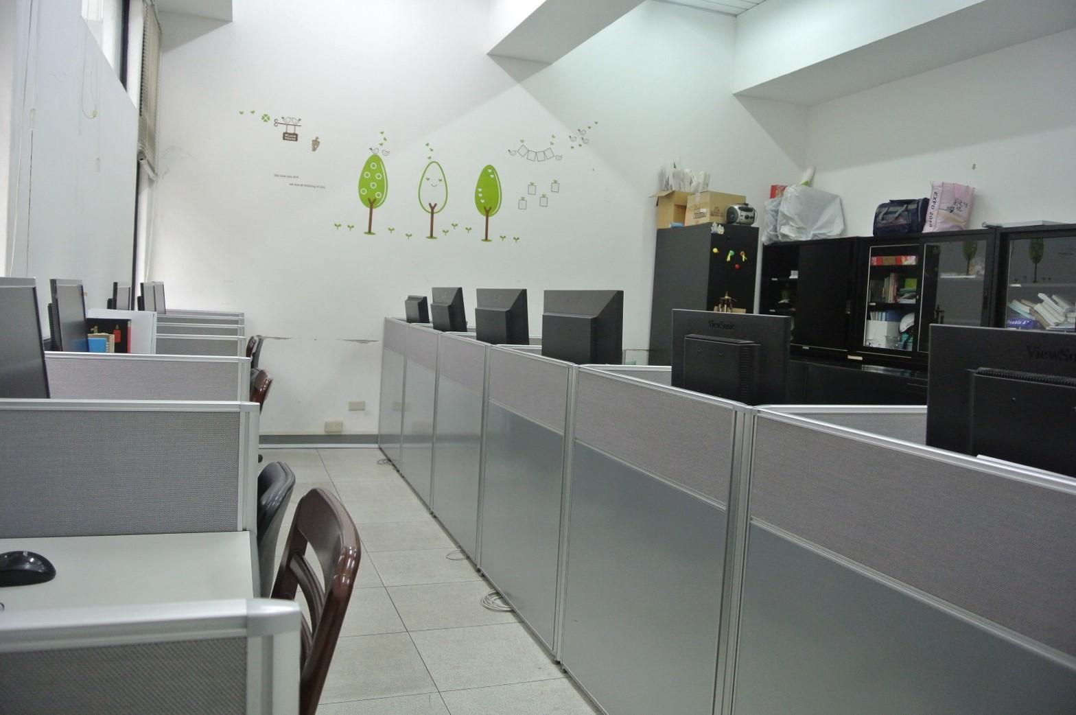 這是中語系碩士研究生專屬的研究室